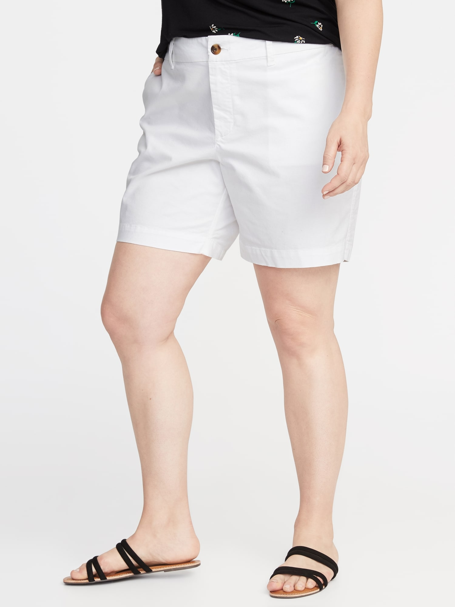 Old Navy Mid-Rise Plus-Size Twill Everyday Shorts - 7-Inch Inseam